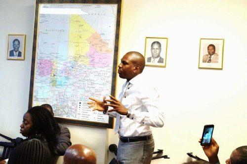 Le panafricaniste Issa Balla Moussa Sangaré, lors de son intervention sur l'accord d'Alger